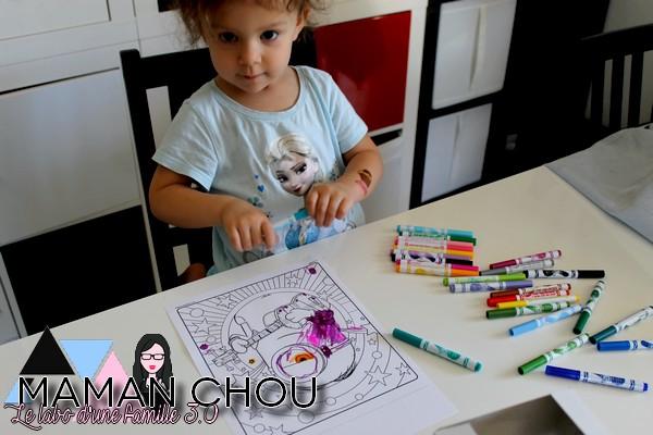 activités à faire à la maison minions color & sticker 03